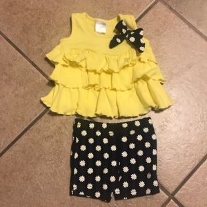 Other - NWOT 2pc daisy flowery tank and short outfit